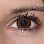 Be pretty hazel v detailu na původní barvě očí hnědo-zelené