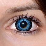 Eyelush aqua v detailu na původní barvě očí hnědo-zelené