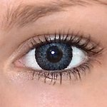 Eyelush grey v detailu na původní barvě očí hnědé