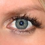 3 tones green v detailu na původní barvě očí modré