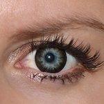Evening grey v detailu na původní barvě očí modré