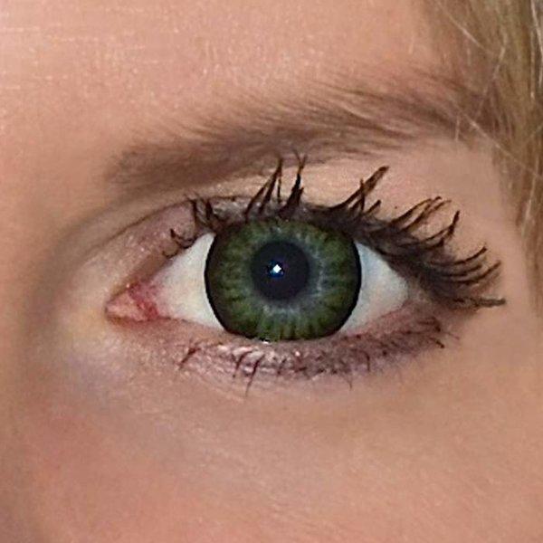 565da0123 ... Be party green v detailu na původní barvě očí modré ...