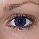 Be ultra violet v detailu na původní barvě očí hnědé